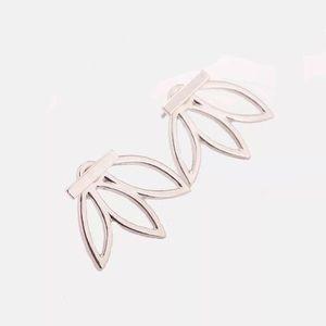 5/$25 🌺 Silver Delicate Lotus Flower Earrings